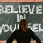 根暗で内向的な性格の人が自信を持ち、心から自分を愛するための方法
